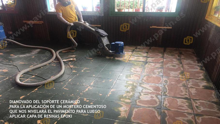 Dianovado del soporte cerámico para aplicar un mortero cementoso y protegerlo luego con un suelo de resinas antideslizante