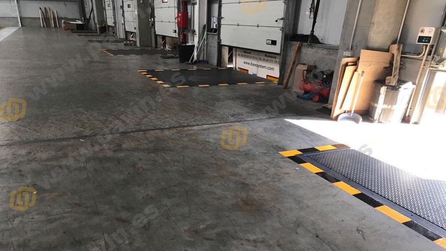 Muelles de carga en la señalización interior y exterior para la empresa