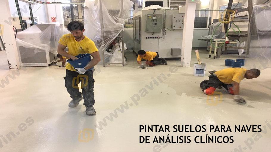 Pintar suelos de resina para naves de análisis clínicos por Grupo Pavin