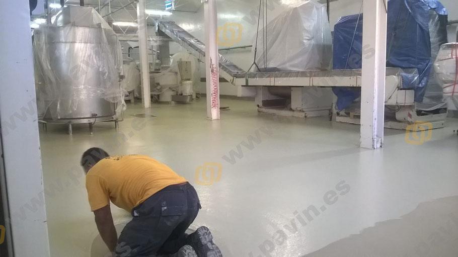 Grupo Pavin aplica suelos de resina para entornos de fabricación de alimentos que necesitan de la máxima higiene