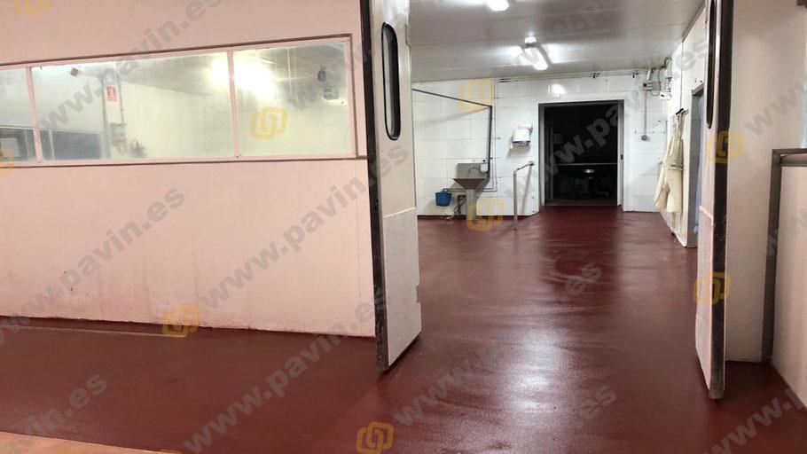 El mantenimiento de los suelos para naves de mataderos es un servicio ofrecido por Grupo Pavin