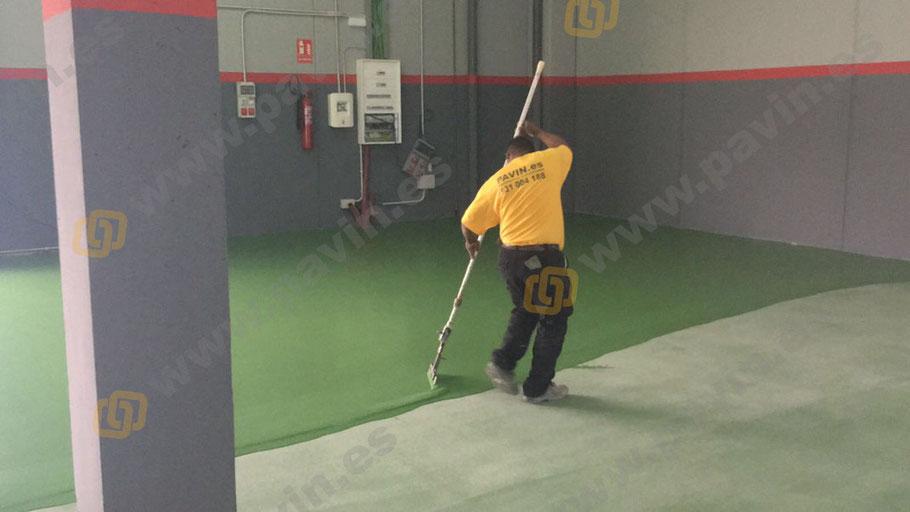 Suelos y pavimentos industriales de resinas continuos en Barcelona aplicados en capa de 1,5 mm de espesor