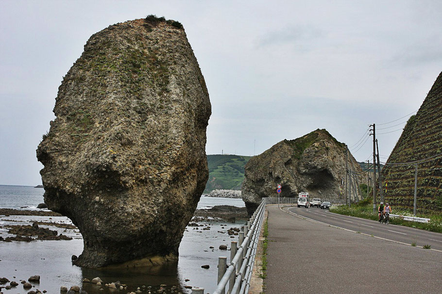 bike-tours-japan-rock-pillar
