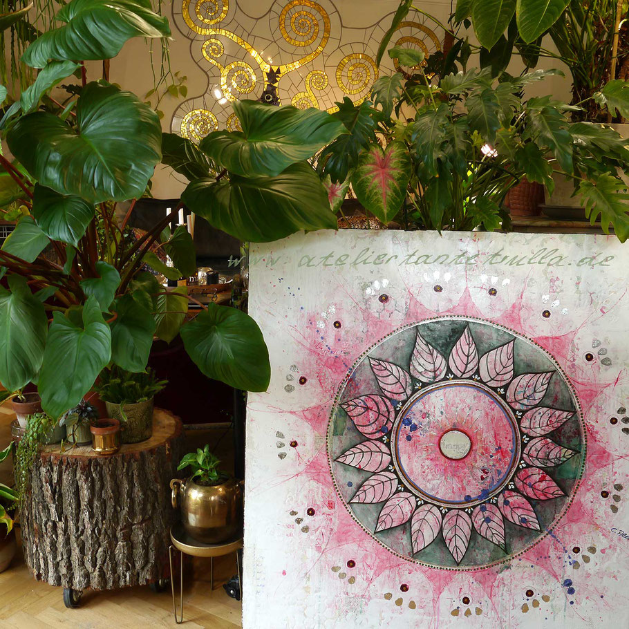 Mixed Media Mandala mit Blättern