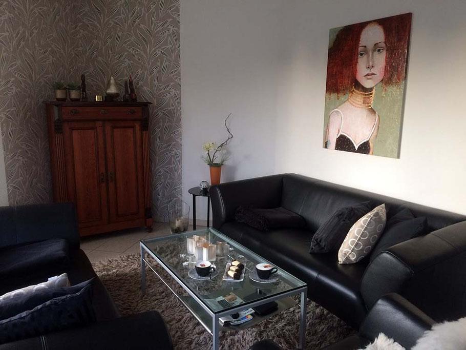 Gemälde Portrait Frau im Wohnzimmer