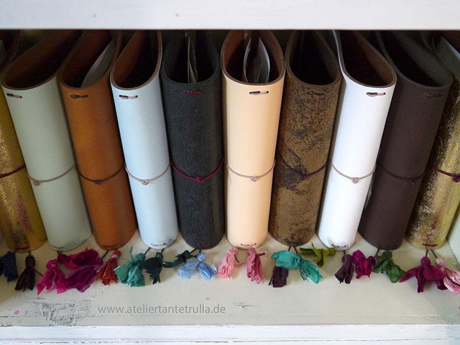 Traveler's Notebook aus Leder mit Sari-Seide