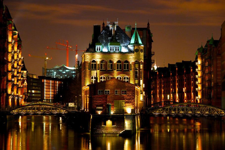 Das Wasserschloss in der Hamburger Speicherstadt. Das Wasserschloss ist eines der am meisten fotografierten Gebäude in der Speicherstadt.