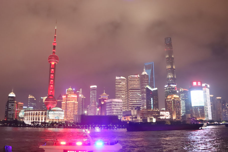 Don't get me wrong, it's a fantastic skyline. But I personally prefer London and Hong Kong's. The Bund is iconic though, no denying it