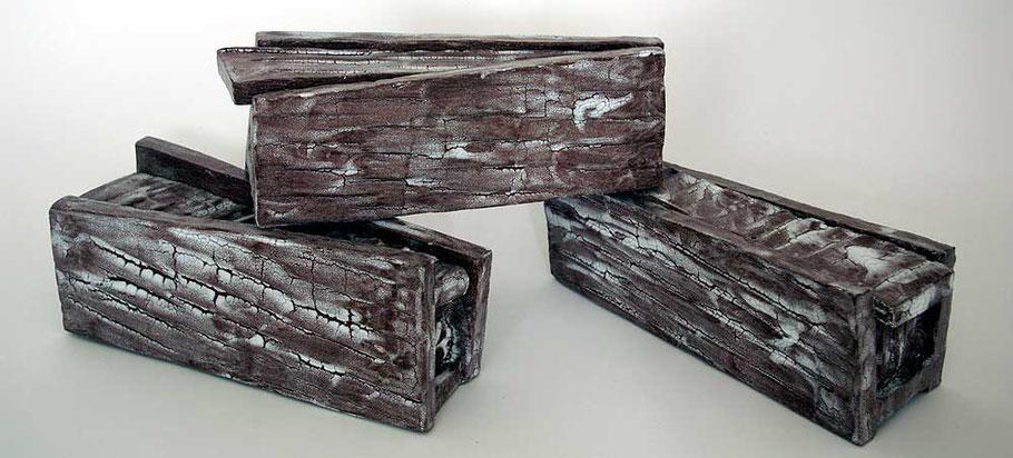 massive Dose mit Trapez-Schiebe-Deckel: Gebrauchskeramik oder Kunstobjekt?