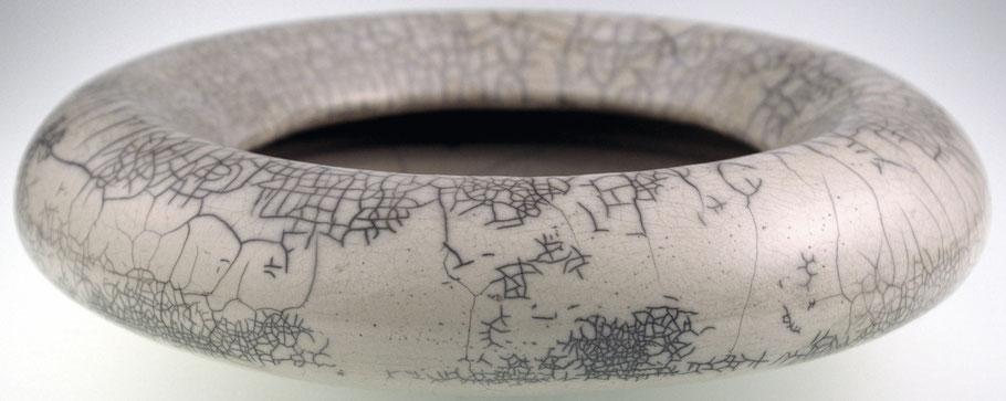 Keramik Schale gedreht, glasiert und im Rakuverfahren gebrannt.