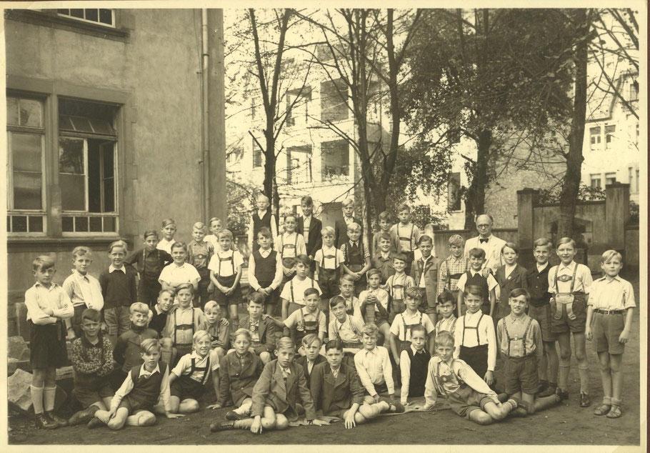 Klasse VI a von 1949 (mit dem Klassenlehrer Dr. W. Franz)