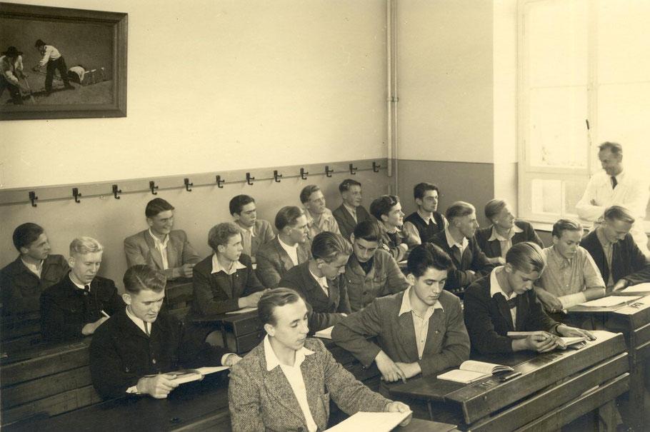 """Klasse OIIa von 1949  mit dem Klassenlehrer Josef (""""Adebar"""") Schmitz"""