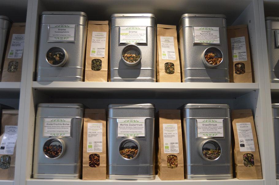 Kräuterdosen mit Probierdöschen und Kräuter abgepackt in Tüten
