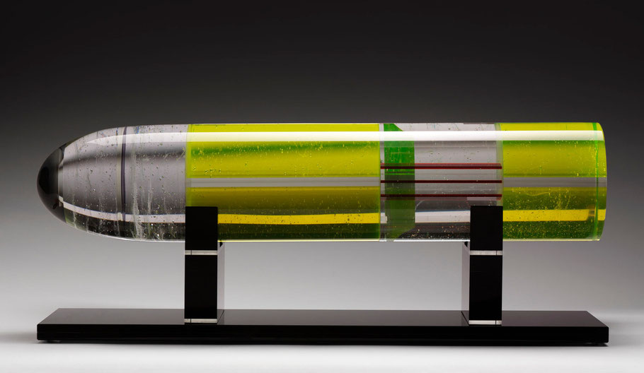 Scud II. | kiln cast, grinded, glued, hand polished glass and mirror | 27 x 70 x 20 cm | 2008 | ●