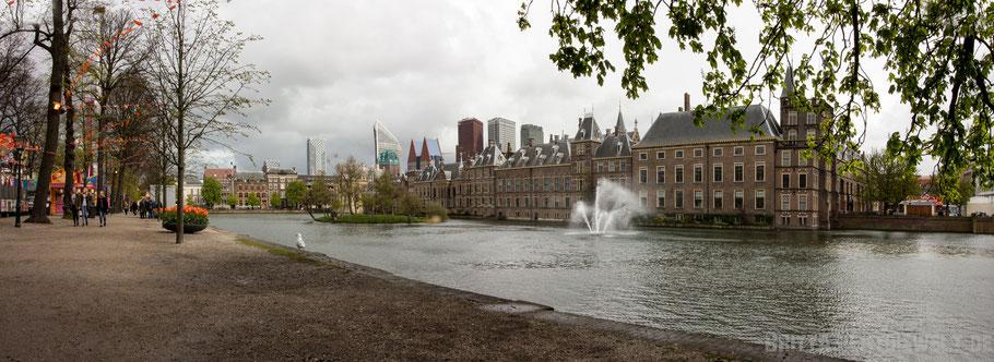Parlamentsgebäude mit Hofteich