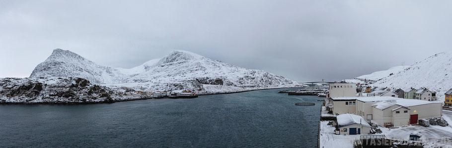 Havøysund,Hurtigruten,MS,Midnatsol,Postschiff,Panorama,Kreuzfahrt,Berge,Meer,Nordkap