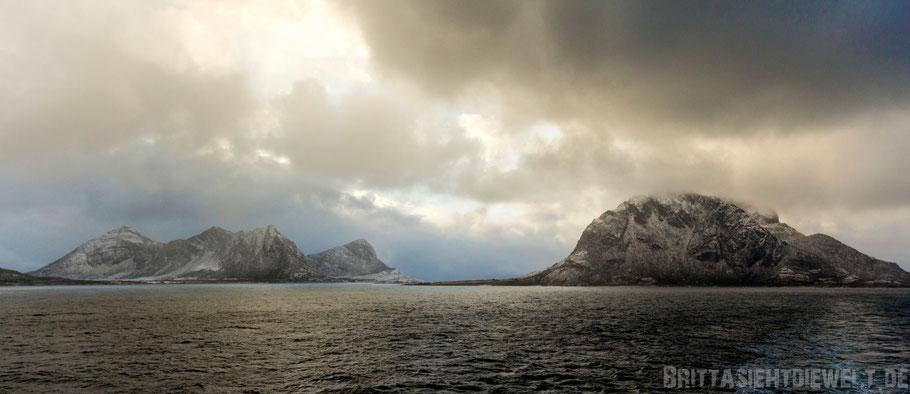 Hurtigruten,MS,Midnatsol,Postschiff,Panorama,Kreuzfahrt,Berge,Meer,dramatisch,Wolken,Bodø