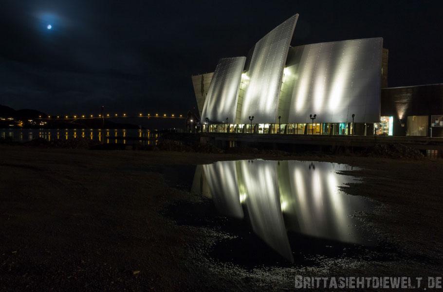 Rørvik,Küstenmuseum,Museum,Norvega,Spiegelung,Nachtaufnahme,Hurtigruten,Postschiff,Midnatsol.