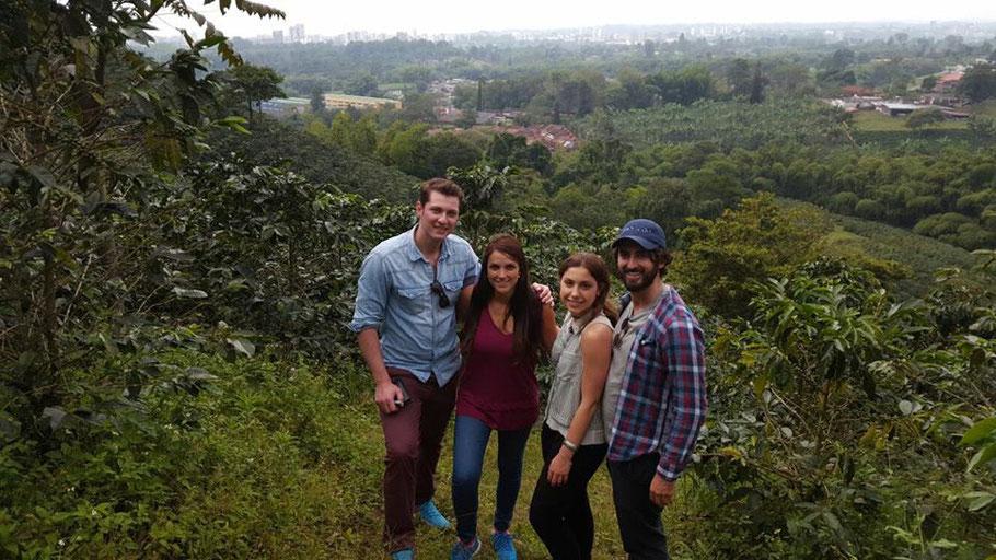 Andreas und Maria (links auf dem Bild) mit zwei Finca-Gästen aus Kanada.