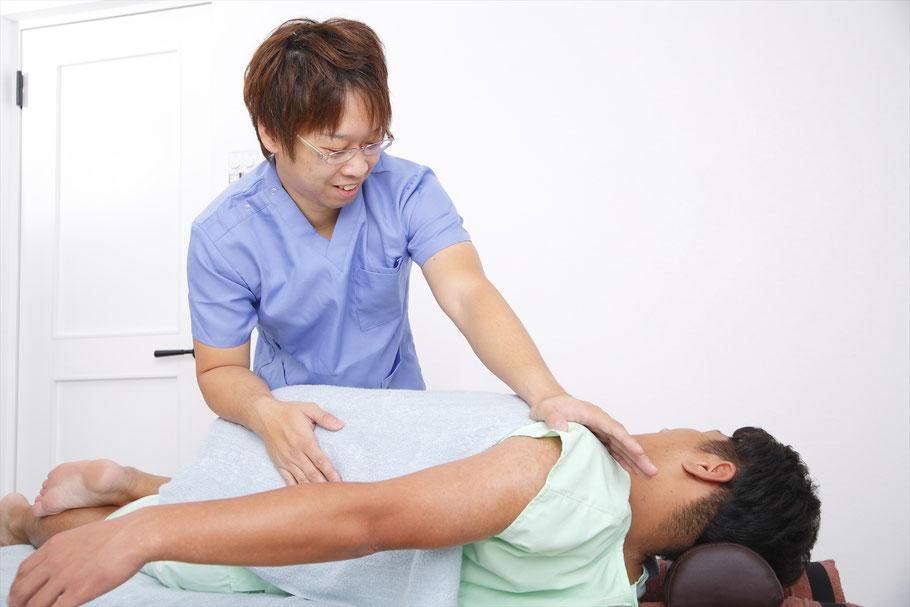関節の歪み・背骨のねじれ・骨格筋を正しい位置・状態に戻すことで症状を改善をします。