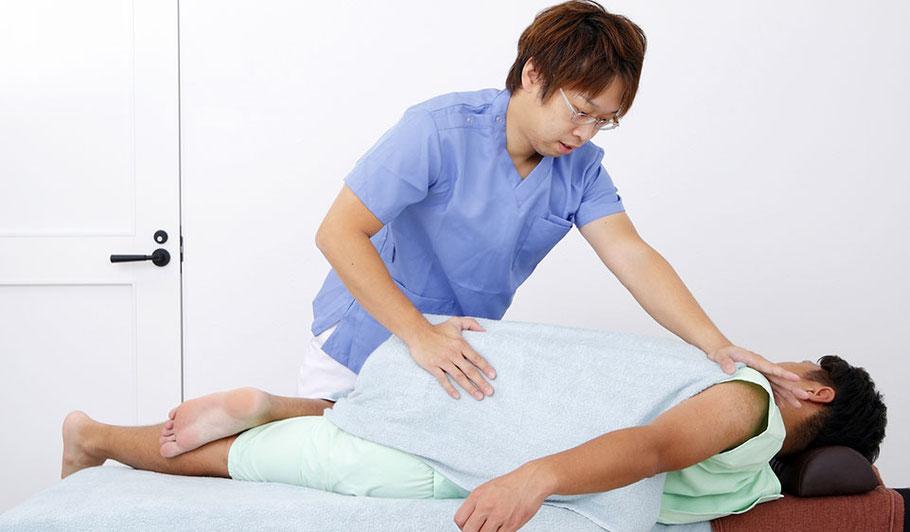 全身整体コースの骨盤を矯正するための施術