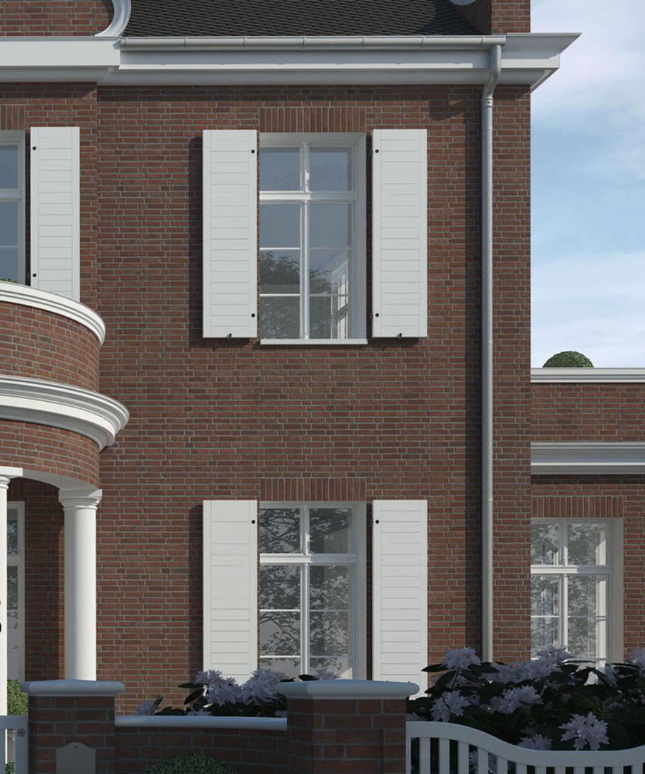 Holzzaun und Eingangsbereich vor Villa Grand Backstein Niels Dornow Baukunst klassische Architektur
