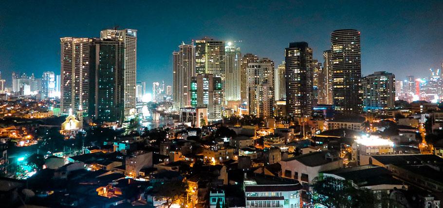 Ausblick von der Rooftop-Bar vom Lub D Hostel in Manila