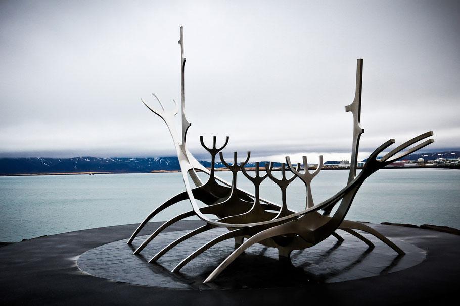 Island - Reykjavík - Sonnenfahrt (Skulptur - Schiff)