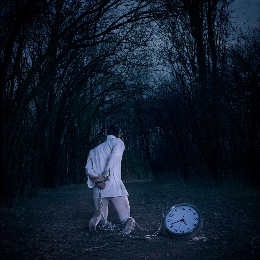 ROVA Design Photography - Surreal art - TIME Project - Prisoner of time
