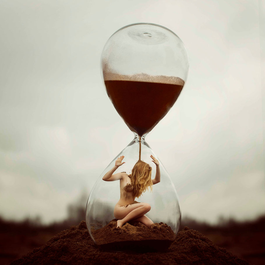 ROVA Design - Photography - Surreal Art - TIME project - Out of time