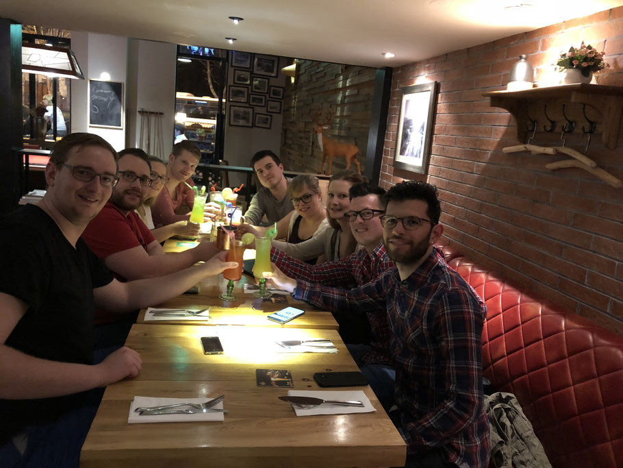 Some of the students let the first evening in Shanghai end in a relaxed atmosphere.