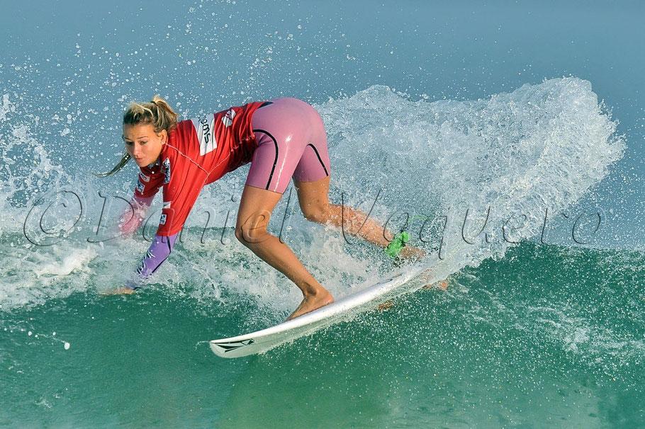Maud Le Car  La spectaculaire funambule du surf français