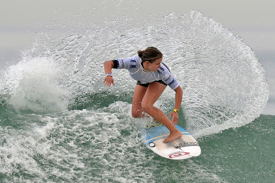 Pauline Ado FRA La basquaise danse avec la vague
