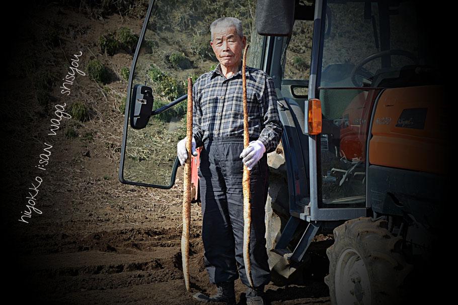恵美さん(妻)や孫たちが病弱だったこともあり、自然薯栽培を決断。20年ほど前。栽培用のシートや栽培土選定、勉強会参加とあっという間でした。