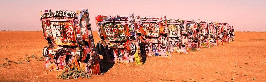Chevrolet in der Wüste vergraben