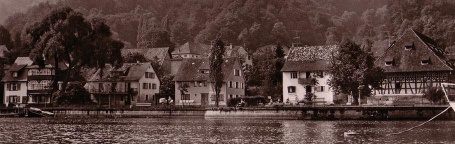 Aufnahme des Fischerhauses Ende der Fünfzigerjahre (2. v.l.)