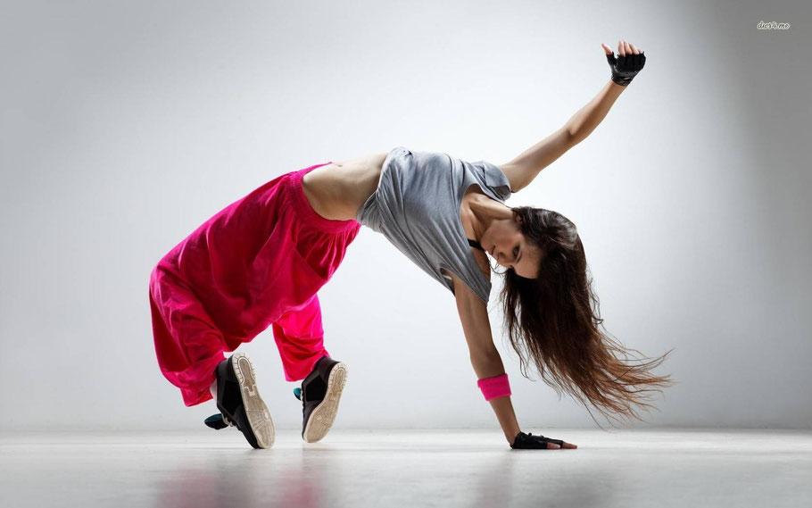 Hip Hop Tanzen - lerne bei unseren Tanz Kursen dich zu bewegen wie auf dem Bild.