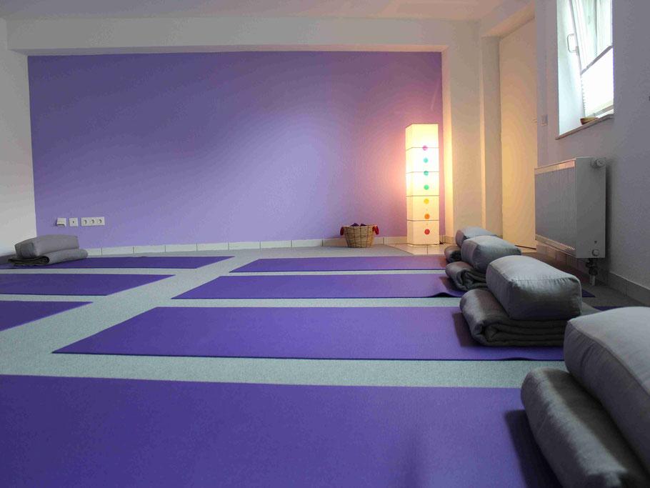Unser Yogaraum in Solingen AufderHöhe, einem schönen Stadtteil von Solingen, gut erreichbar, direkt an der B 229 und am Bus-Bahnhof