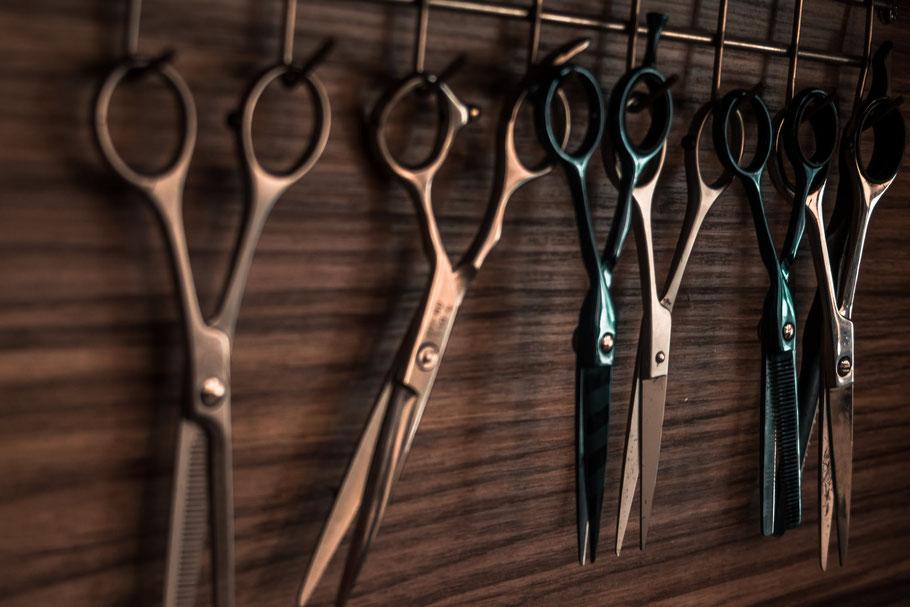 Zeitreise - Antiquitäten und Friseur für jung und alt