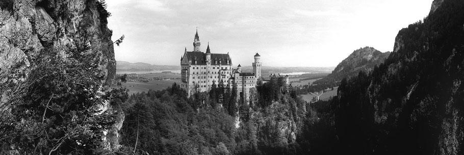 Neuschwanstein in schwarz-weiß als Panorama-Photographie