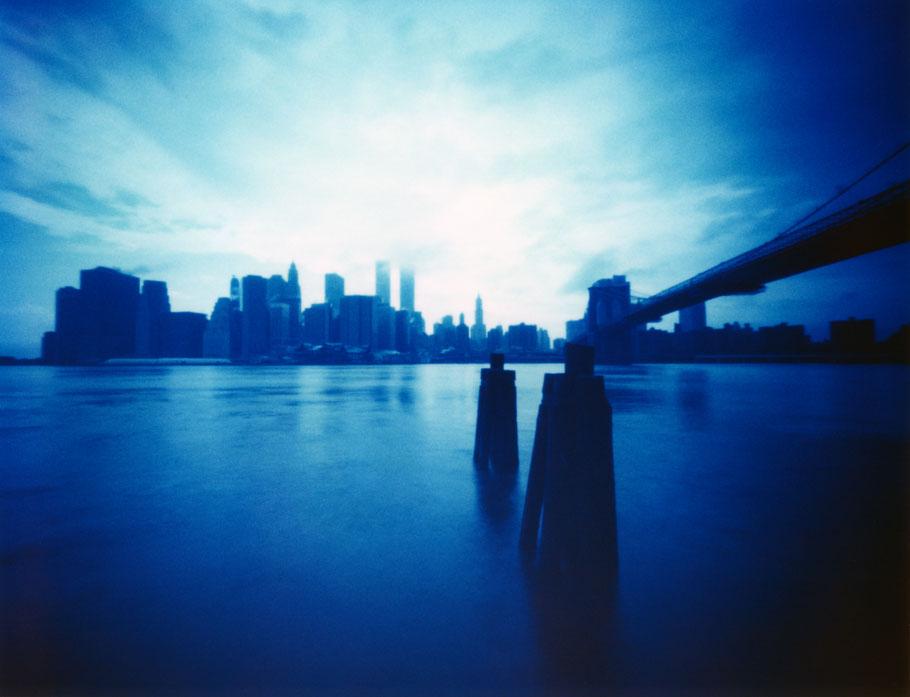 Die Skyline New Yorks (USA)  mit einer Camera Obscura auf Polaroidfilm als Farbphoto aufgenommen