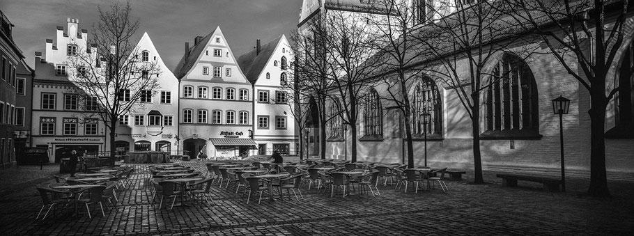 Die Cathedrale de Notre Dame in Luxemburg als Schwarzweißphoto im Panorama-Format