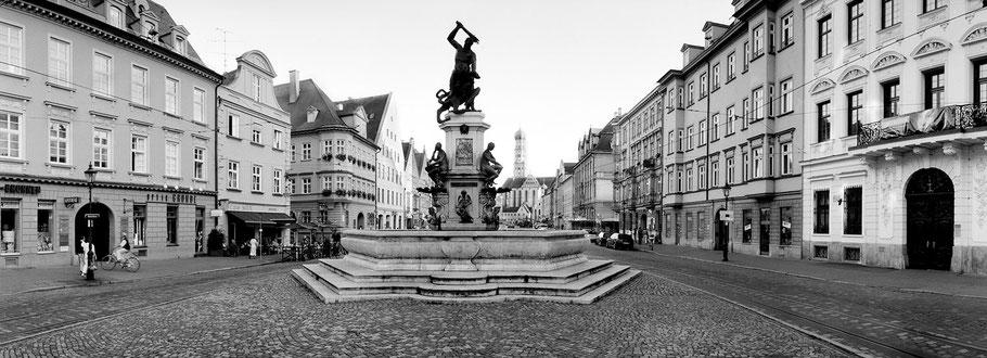 Augsburg Maximilianstrasse in schwarz-weiß als Panorama-Photographie