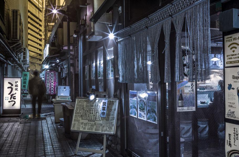 Tokio Strassenszene bei Nacht, Japan, als Farbphoto