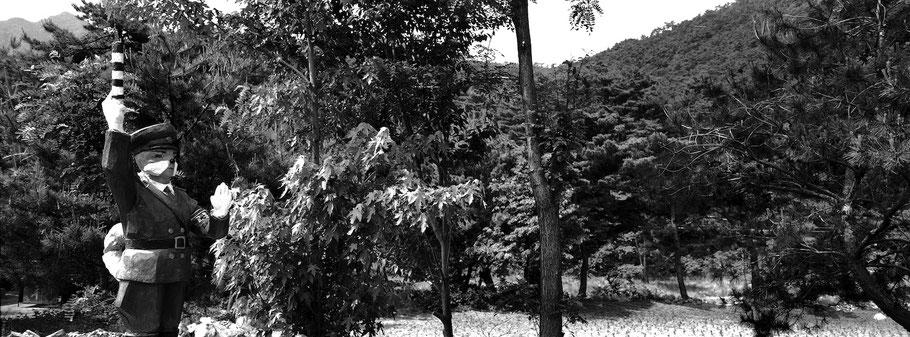 Am Kuwoll Berg in Nord Korea, in schwarz-weiß als Panorama-Photographie