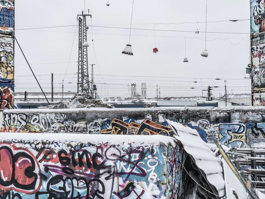 Container im Schnee auf dem Schlachthofgelände als Farb-Photographie, Muenchen