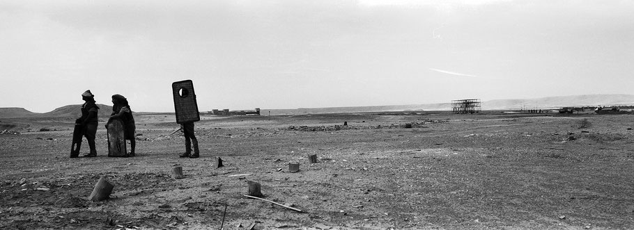 Szene in den Altlas Filmstudios in Marokko in schwarz-weiß als Panorama-Photographie