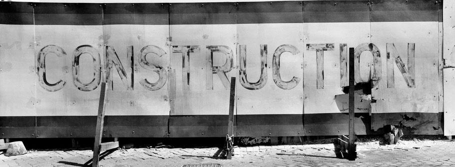 """Schild """"Construction"""" in Dubai als Panorama-Photographie"""