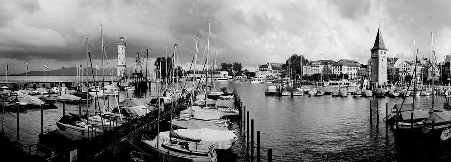 Lindau Hafen in schwarz-weiß als Panorama-Photographie