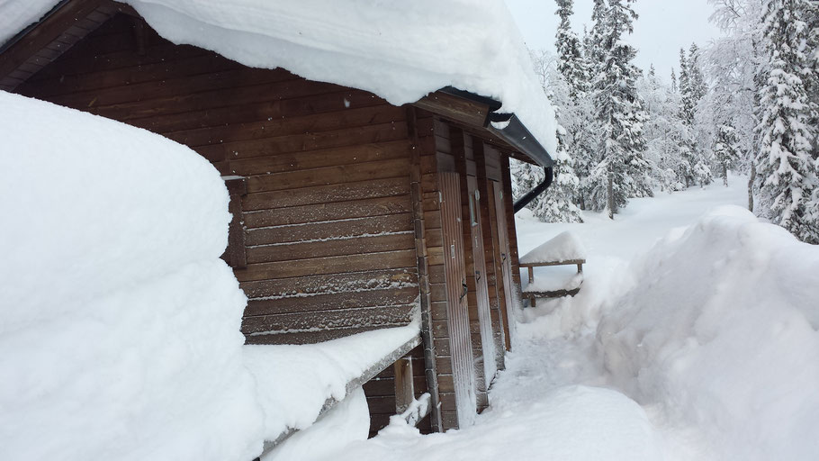 Toilettenanlage mit Biolan System an einem Unterstand im Nationalpark (Finnland)